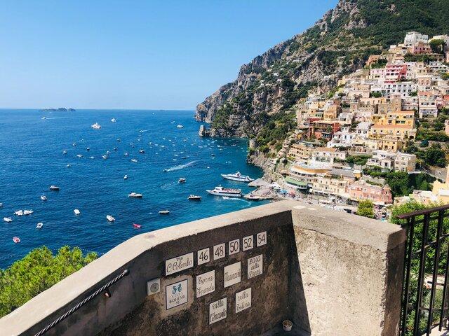 Positano e visuale sulla Costiera Amalfitana