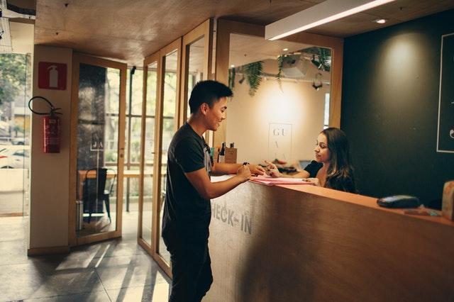 5 Cose Da Non Fare Se Sei un Receptionist d'Albergo
